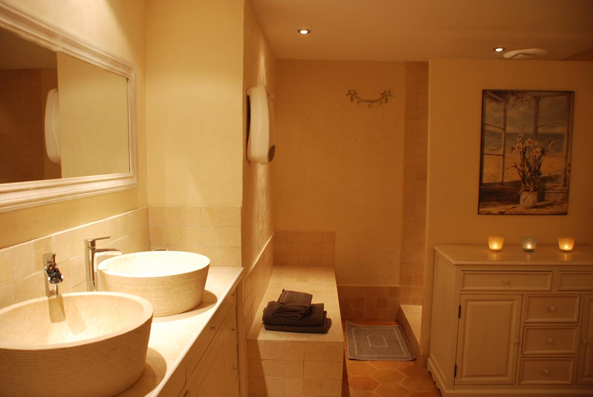 la ventarel le mas aux trois fontaines. Black Bedroom Furniture Sets. Home Design Ideas