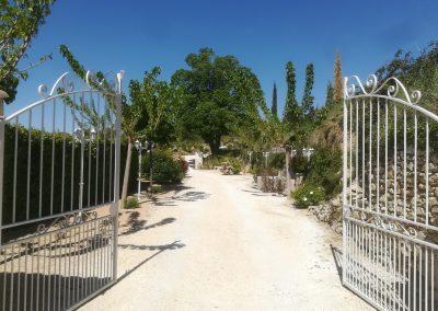 Portail d'entrée du Mas aux Trois Fontaines