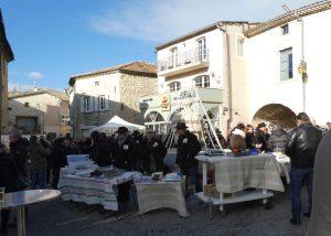 la place du marché aux truffes à saint-paul du chateau